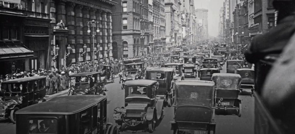 Figure 2: 5th Avenue with the beginning of the megatrend of mass motorisation 1913 (Source: BR Alpha)